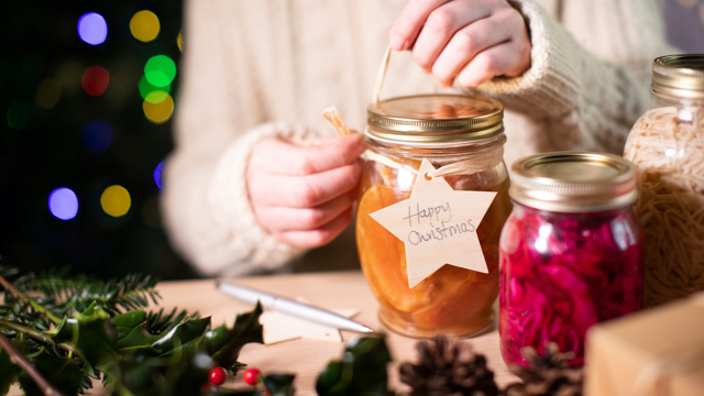 10 ways to save money and be sustainable this festive season