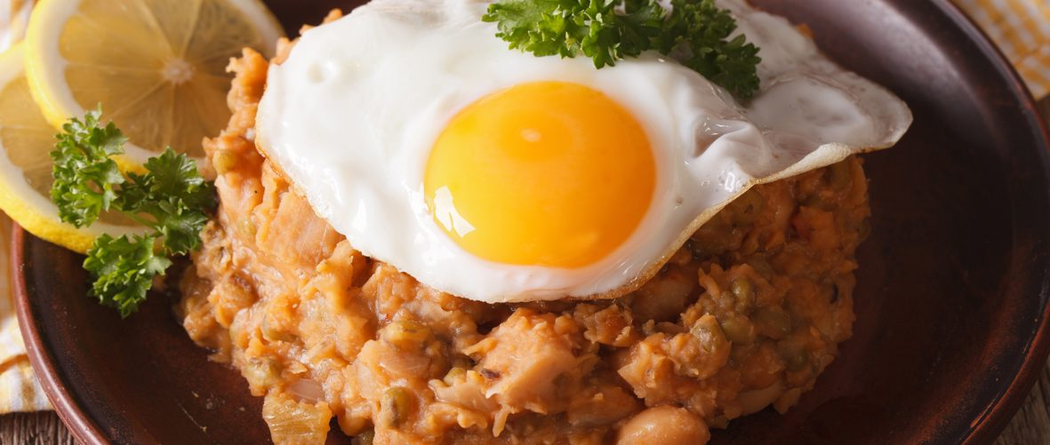 'Ful medames' and fried eggs (tomato and fava bean stew)